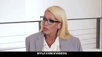 blonde gourmande au gros culs
